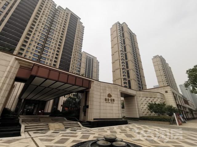 绿地华侨城海珀滨江3室2厅2卫134平方米737万元
