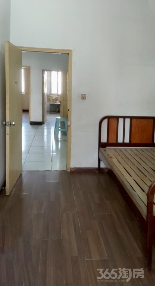 康美里小区3室1厅1卫76.00平米整租简装