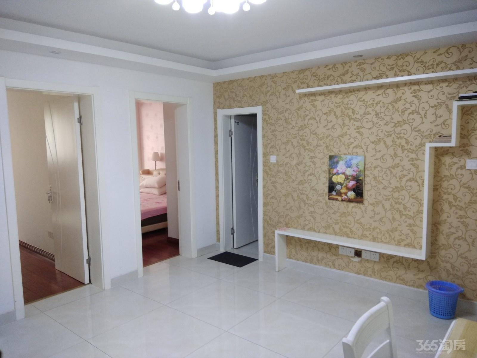 和燕路小区2室1厅1卫80平 两室都朝南 都有阳台 精装整租