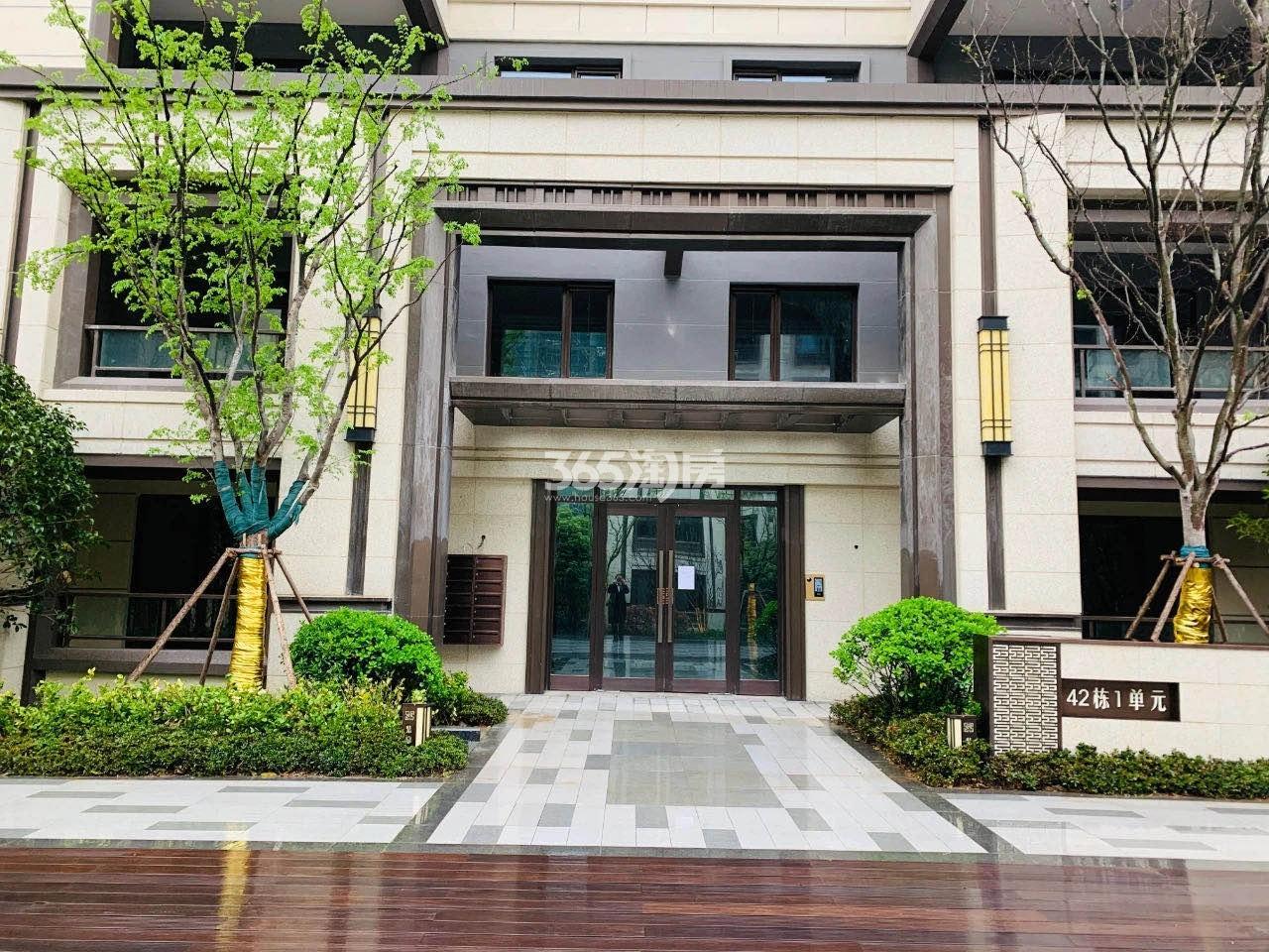 金隅紫京叠院42号楼单元入户实景图(11.26)