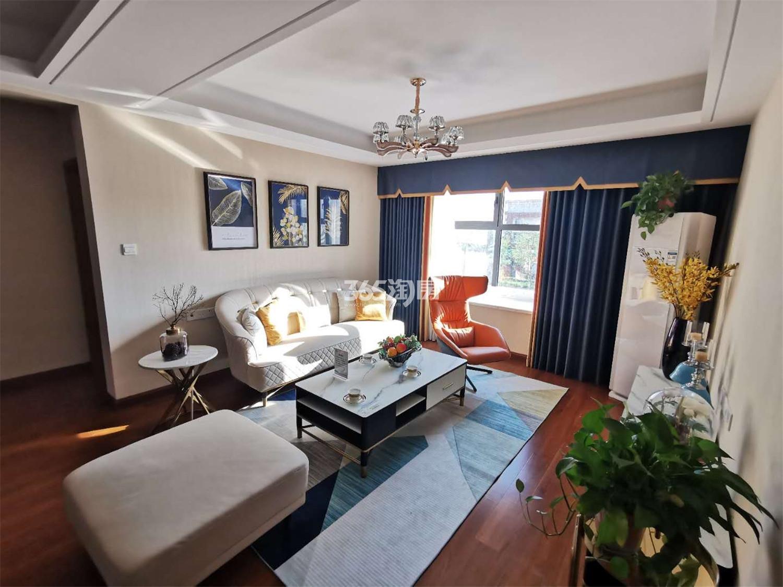 蓝天慧融花园109㎡样板间客厅