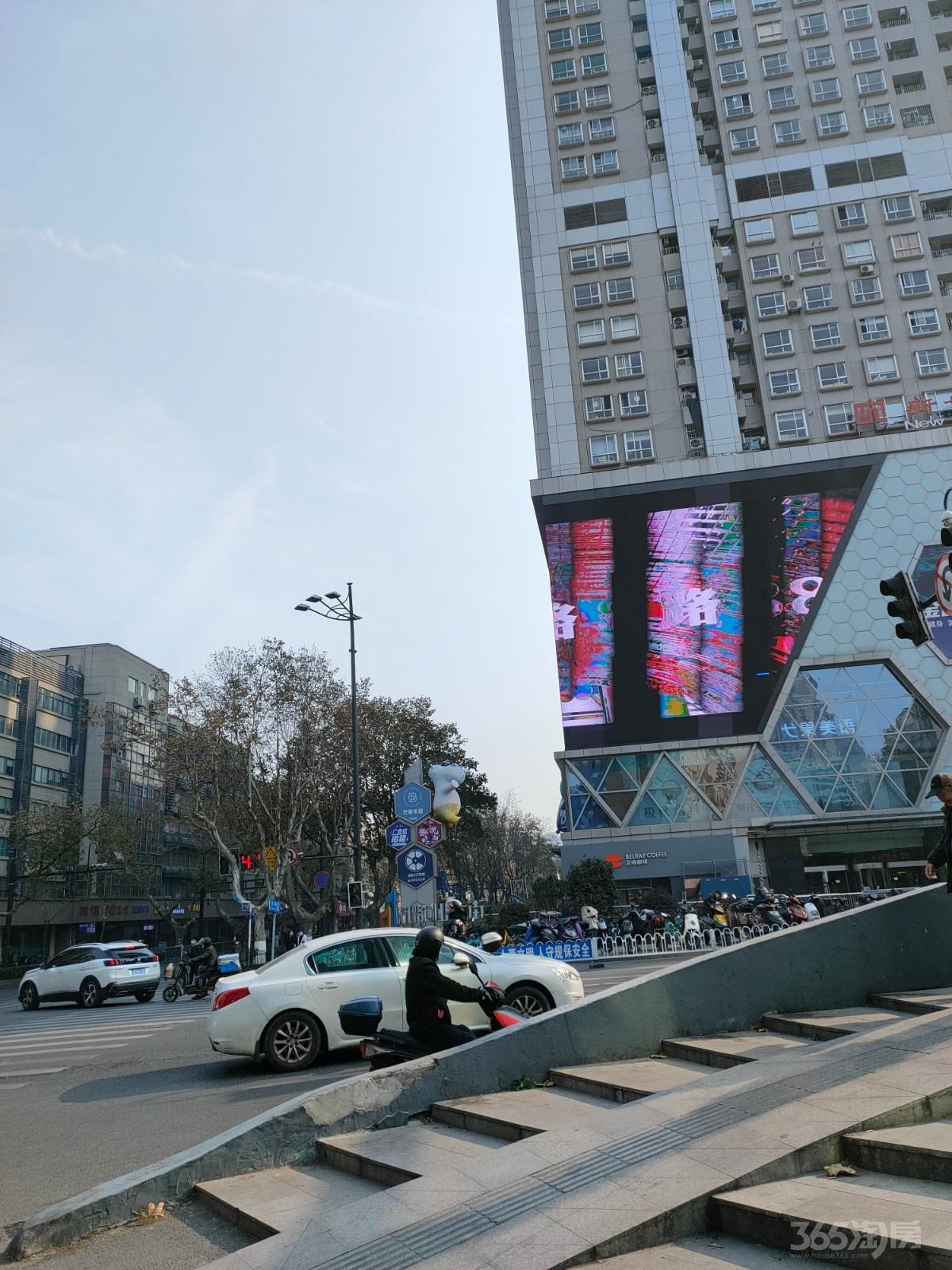 新世界中心B座17.46平米简装整租